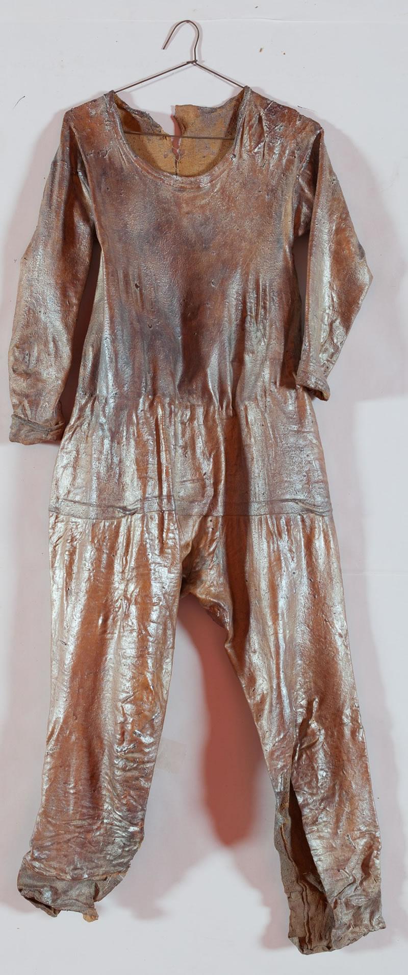 1983 Der Schlupfakt der Parkettlibelle in Le Landeron 1 of 6 pieces, Textile, latex and mother of pearl pigment 130 x 105 cm