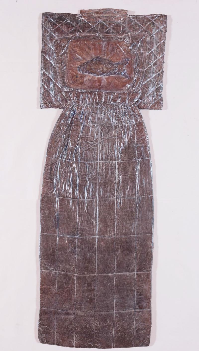 1975 Der Fisch schlaeft Textile, latex, mother-of-pearl pigments 215x80cm