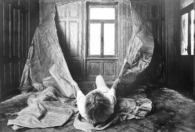 1979 Ablösen der Haut l - Herrenzimmer (1)